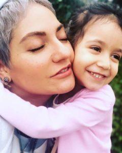 مهناز افشار و دخترش لیانا در آغوش هم