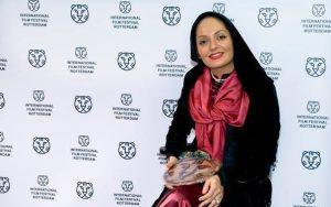 مهناز افشار در جشنواره فیلم روتردام هلند با تیپ قرمز مشکی