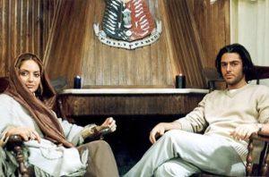 مهناز افشار در نمایی از فیلم سینمایی زهرعسل همراه رضا گلزار