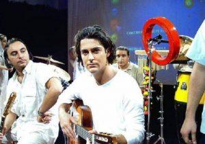 گیتار زدن محمدرضا گلزار در گروه آریان