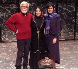 عاطفه رضوی و حسین پاکدل و دخترشان در تولد عاطفه رضوی در صحنه ی تئاتر