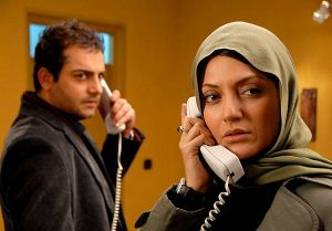 مهناز افشار و حامد کمیلی در فیلم سینمایی پسر آدم دختر حوا در حال حرف زدن با تلفن