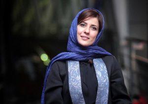 سارا بهرامی با تیپ مشکی آبی