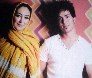 الهام حمیدی با شال زرد و همسرش