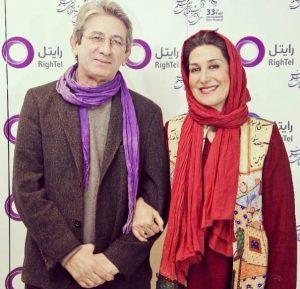 تیپ قرمز فاطمه معتمد آریا در کنار همسرش احمد حامد با شال بنفش تبلیغاتی رایتل