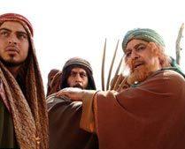 بهزاد رحیم خانی در نقش اشراف عرب با موهایی قرمز