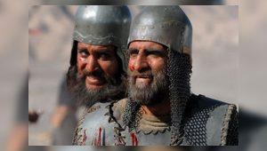 کریم اکبری مبارکه در نقش فرمانده سپاه مختار در نبرد حروار در میدان جنگ