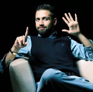 کری خواندن محسن افشانی برای استقلالی ها با تیپ آبی