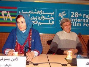 لادن مستوفی با مانتوی سنتی آبی و همسرش شهرام اسدی در جشنواره فیلم فجر