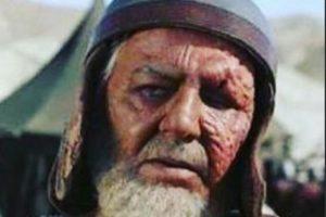 مظفر مقدم در نقش شبت بن ربعی با صورتی زخمی