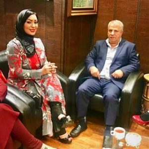شقایق دلشاد با تیپ پرسپولیسی در کنار علی پروین