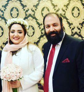 نرگس محمدی و همسرش علی اوجی در روز عقدشان با لباس عروس و دامادی