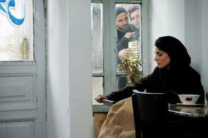 لیلا حاتمی در صحنه ای از فیلم در دنیای تو ساعت چند است