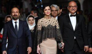لباس کرمی ترانه علیدوستی با نقوش زیبا در کنار اصغر فرهادی در کن