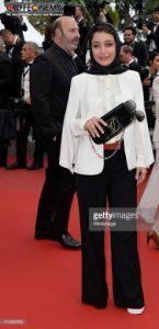 کت سفید و شلوار مشکی ساره بیات در جشنواره فیلم کن