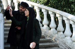 سلفی لیلا حاتمی و علی مصفا در صحنه ای از فیلم در دنیای تو ساعت چند است