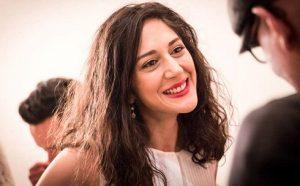 عکس بی حجاب زهرا امیرابراهیمی با لبخندی عمیق
