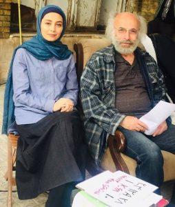دیبا زاهدی با لباس و گریم در کنار کیانوش عیاری کارگردان 87 متر