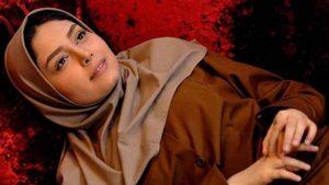 دیبا زاهدی خوابیده کف زمین در صحنه ای از فیلم پنج ستاره