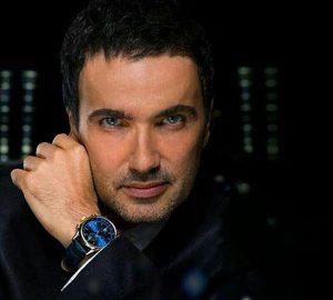 محمدرضا فروتن با کت چرم و ساعت لاکچری