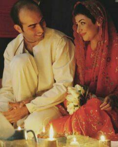 ویدا جوان و همسرش در روز عقدشان با لباس سنتی