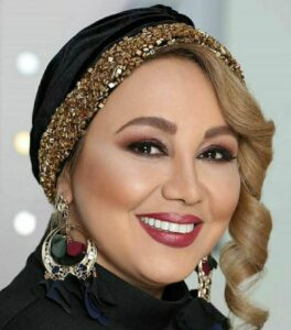 بهنوش بختیاری با میکاپ غلیظ و لباس و توربان مشکی