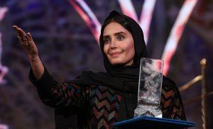 تیپ النلز شاکردوست با لباس مشکی در جشنواره فجر