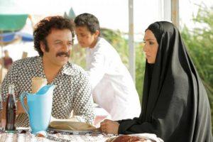 حسام منظور در صحنه ای از فیلم نجلا در یک رستوران