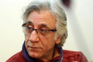 مسعود رایگان با لباس زرشکی