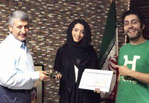 تیپ مشکی ساغر قناعت در کنار مسعود ردایی و آذرخش فراهانی با لباس سبز