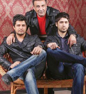 عکس آتلیه ای عبدالرضا اکبری و پسرانش با کت های چرم مشکی