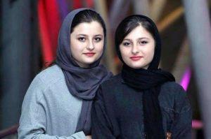 نیکا و سارا فرقانی اصل با لباس مشکی و طوسی در کنار هم