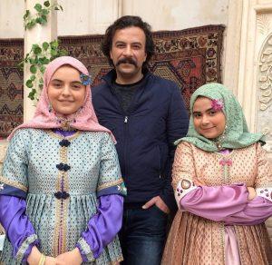 حسام منظور در کنار دخترانش در سریال بانوی عمارت