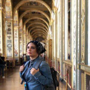 تیپ لی لیندا کیانی با دستمال سر