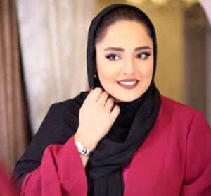نرگس محمدی با مانتو سرخابی و شال مشکی