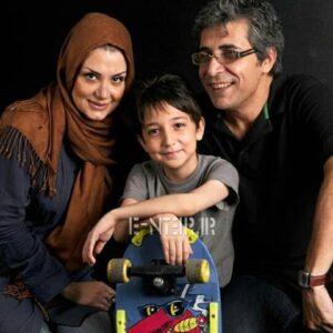 امیر غفارمنش با تیشرت مشکی در کنار همسر و فرزندش