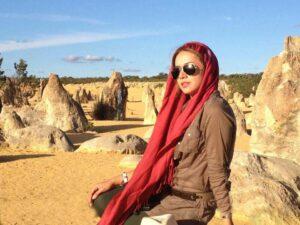 تیچ اسپرت شبنم قلی خانی با روسری گل گلی در استرالیا