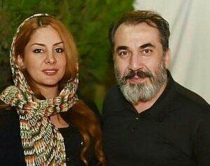 سیامک انصاری با تیشرت مشکی در کنار همسرش