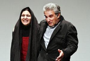 مهدی هاشمی با کاپشن مشکی در کنار همسرش گلاب آدینه