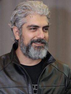 مهدی پاکدل با کت چرم مشکی