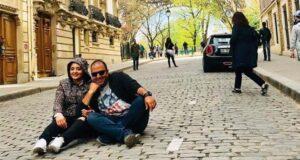 تصویری از نرگس محمدی و همسرش نشسته در خیابان های خارج از کشور