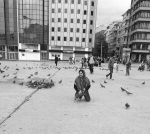 عکس سیاه سفید کمند امیرسلیمانی در استانبول