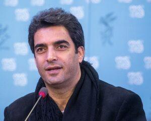 تیپ مشکی منوچهر هادی در جشنواره فیلم فجر