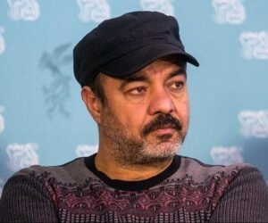 سعید آقاخانی با بافت طرح دار و کلاه مشکی