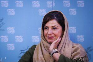 سیما تیرانداز با شال کرمی و مانتو سبز در جشنواره فیلم فجر