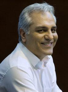 مهران مدیری با پیراهن سفید و لبخندی زیبا
