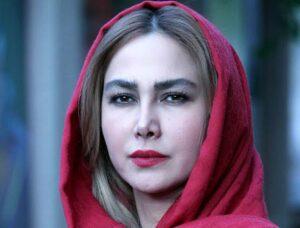 آناهیتا نعمتی با شال قرمز