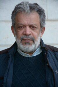 تیپ مشکی حسن پورشیرازی با بافت و پالتو