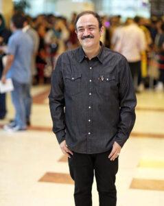 عکس مهران غفوریان با پیراهن و شلوار مشکی