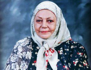 تصویری از حمیده خیرآبادی با لباس گل گلی